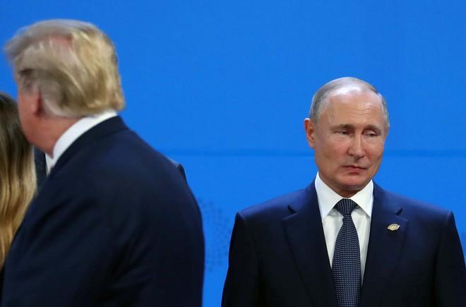 """G20: Tổng thống Putin """"high-five"""" với Thái tử MBS, nhưng phớt lờ ông Trump?"""