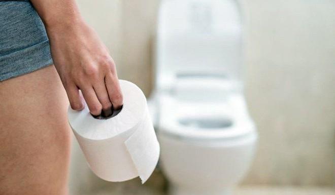 Sai lầm phổ biến trong tư thế đi vệ sinh có thể gây bệnh - Ảnh 6.