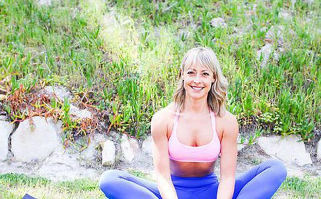 """Những tư thế yoga làm tăng ham muốn và độ sung mãn trong """"chuyện ấy"""""""