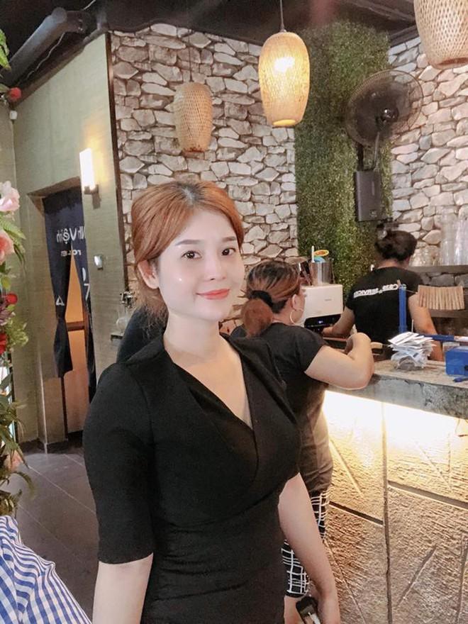 Bà chủ xinh đẹp ở Malaysia: Vào sân Bukit Jalil sợ bị đánh, mong Việt Nam thắng - Ảnh 1.