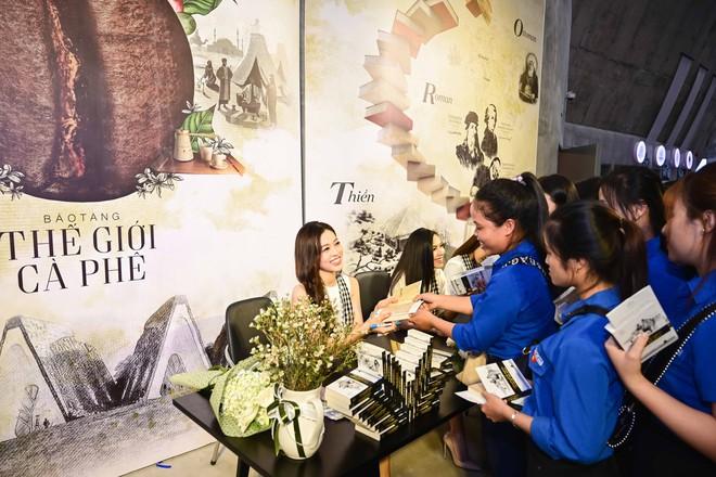 Á hậu Phương Nga, Hoàng My giao lưu với sinh viên tại Bảo tàng thế giới cà phê - Ảnh 5.