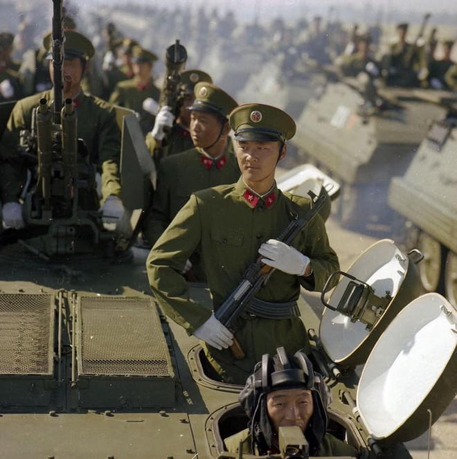 Ngạc nhiên trước hình ảnh Quân đội Trung Quốc cách đây hơn 3 thập kỷ - ảnh 4