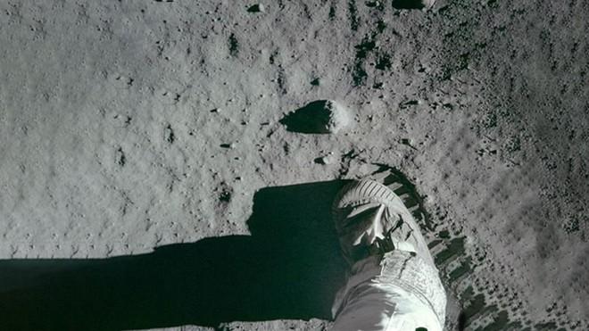 Bí mật cuộc đổ bộ Mặt Trăng đầu tiên của NASA: Kịch bản ám ảnh phi hành gia thứ 3 - Ảnh 4.