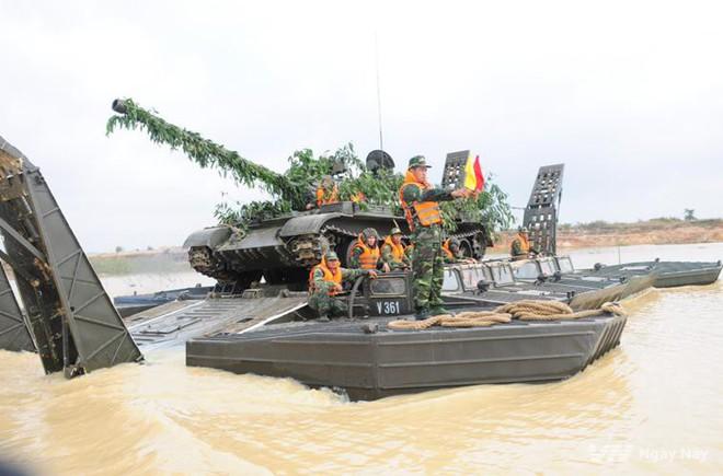 Bạn đồng hành như hình với bóng của xe tăng Việt Nam: Từ T-54 tới T-90 - Ảnh 1.