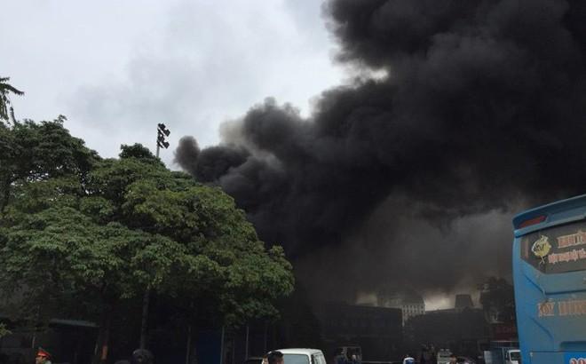 Cháy lớn tại xưởng sửa chữa ô tô cạnh Liên đoàn Bóng đá Việt Nam