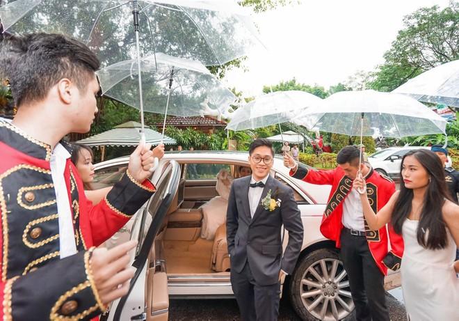 Siêu đám cưới 4,6 tỷ ở Hải Phòng: Chú rể rước bạch mã hiếm đi đón dâu, bước vào hội trường như lạc vào lâu đài cổ tích - Ảnh 3.