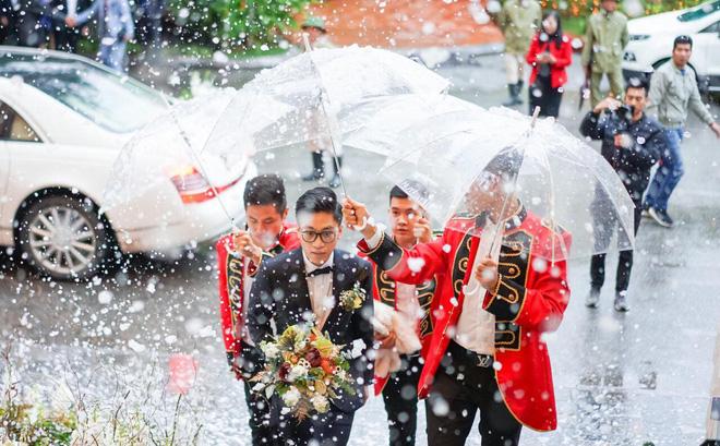 Siêu đám cưới 4,6 tỷ ở Hải Phòng: Chú rể rước bạch mã hiếm đi đón dâu, bước vào hội trường như lạc vào lâu đài cổ tích - Ảnh 4.