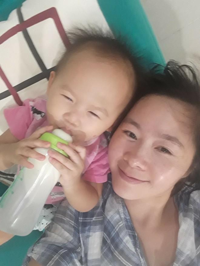 8 khoảnh khắc của cô bé 2 tuổi khiến dân mạng thích thú vì quá giống HLV Park Hang-seo - Ảnh 10.