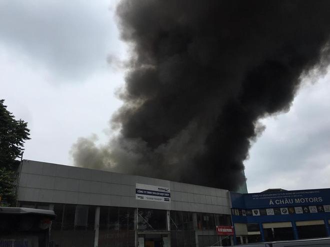 Cháy lớn tại xưởng sửa chữa ô tô cạnh Liên đoàn Bóng đá Việt Nam - Ảnh 3.