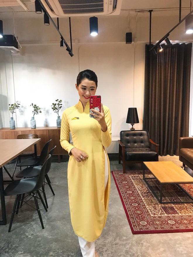 Nữ tiếp viên hàng không xinh đẹp gây bão mạng khi chụp ảnh cùng đội tuyển Việt Nam, tiết lộ bất ngờ về Quang Hải - Ảnh 11.