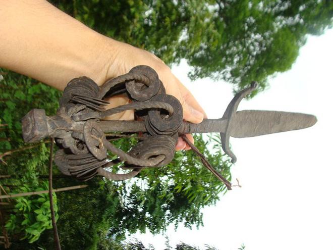 Những thanh kiếm bí ẩn ở Việt Nam: Kiếm báu kỳ lạ của tổ tiên người Dao - Ảnh 8.