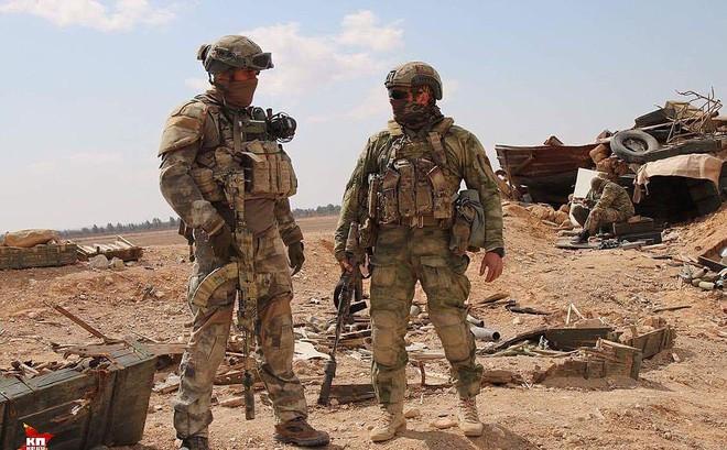 """Nga dồn quân, vũ khí hạng nặng áp sát căn cứ Mỹ ở Syria: """"Trạng chết chúa cũng băng hà""""?"""