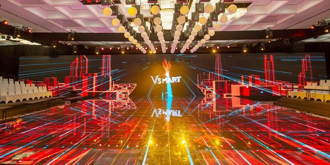 Lộ ảnh sân khấu ra mắt điện thoại Vsmart: Nhìn qua cũng thấy bóng bẩy sang trọng đã con mắt - Ảnh 5.