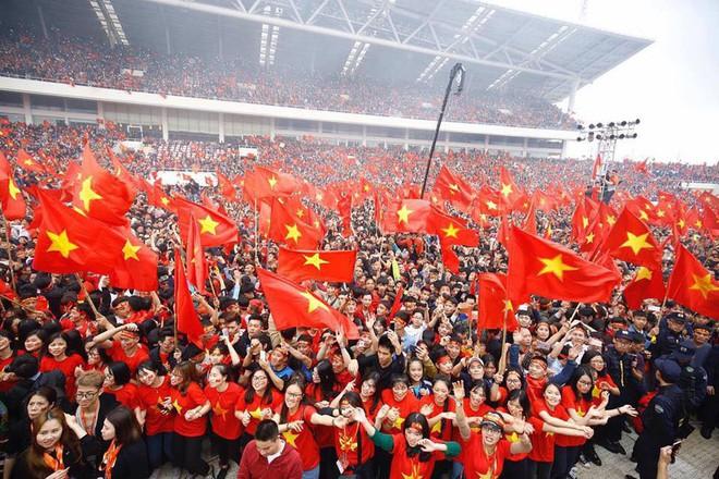 Sự cuồng nhiệt của người Việt với bóng đá và 2 bức ảnh tối nay khiến tất cả nổi da gà - Ảnh 5.