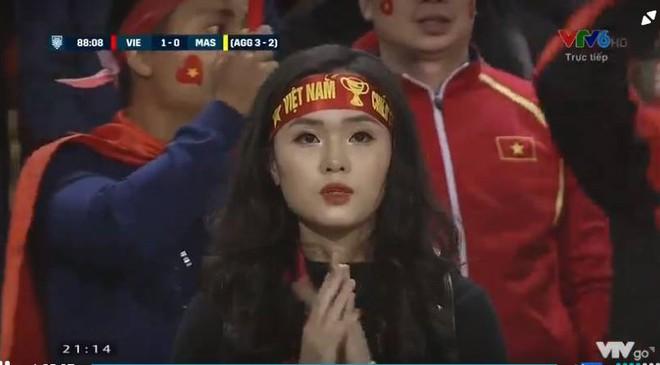 Hot girl cười tươi trên sân Mỹ Đình: Máy quay của Việt Nam vẫn là đỉnh nhất! - Ảnh 4.