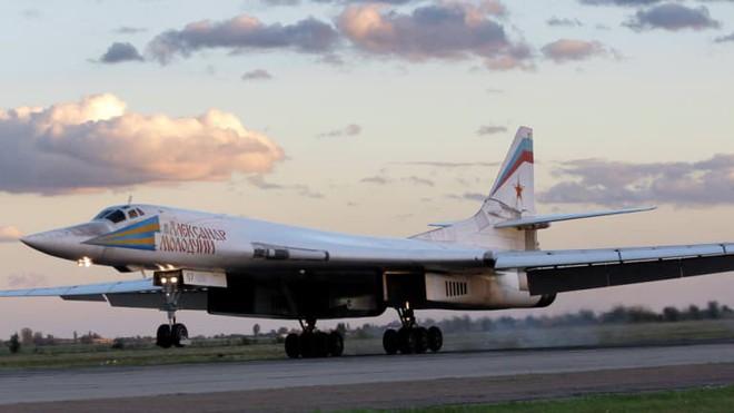Tu-160 Nga xuất kích: Nuôi quân 3 năm dùng 1 giờ - Mỹ giật mình thon thót - Ảnh 1.