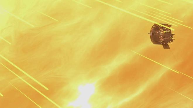 Tàu Parker trong dự án chạm vào Mặt trời đã gửi về bức hình cận cảnh đầu tiên, và nó đây - Ảnh 1.