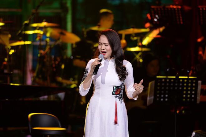 Tuấn Ngọc: 40 năm đi hát, chưa bao giờ tôi ngóng về Mỹ Đình và đội tuyển Việt Nam như thế này - Ảnh 1.