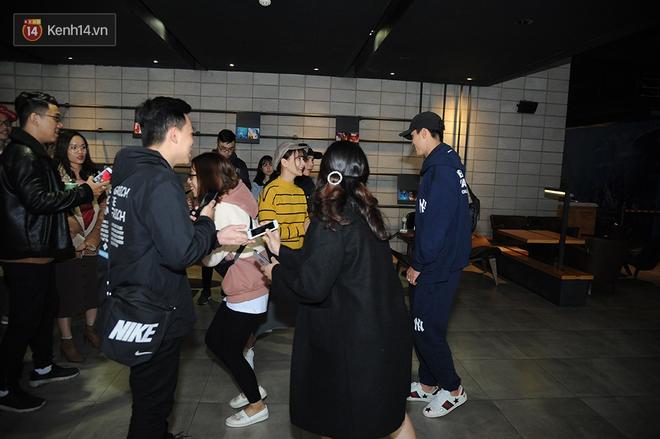 Bắt gặp Duy Mạnh tay trong tay đi xem phim với bạn gái sau khi lên ngôi vô địch AFF Cup - Ảnh 4.