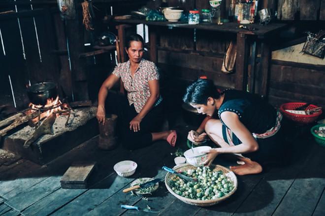 HHen Niê: Cô gái chăn bò, sống nghèo khổ tạo nên kỳ tích chưa từng có trong lịch sử hoa hậu - Ảnh 5.