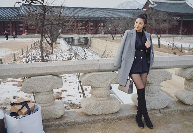 Em gái Huyền Baby: Chỉ xài hàng hiệu đắt đỏ, có người yêu Hàn Quốc là nhờ chị gái tặng - Ảnh 2.