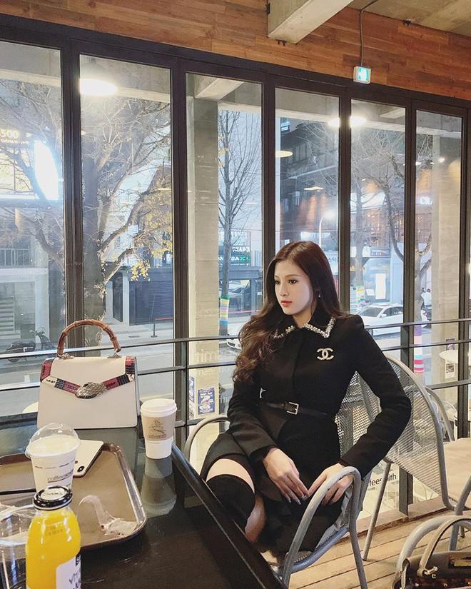 Em gái Huyền Baby: Chỉ xài hàng hiệu đắt đỏ, có người yêu Hàn Quốc là nhờ chị gái tặng - Ảnh 4.