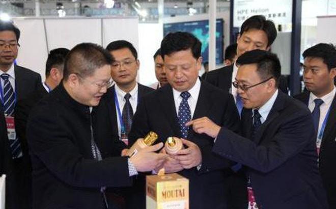 Chiêu kiếm tiền tinh vi của quan tham Trung Quốc từ kho rượu quý chất cao như núi