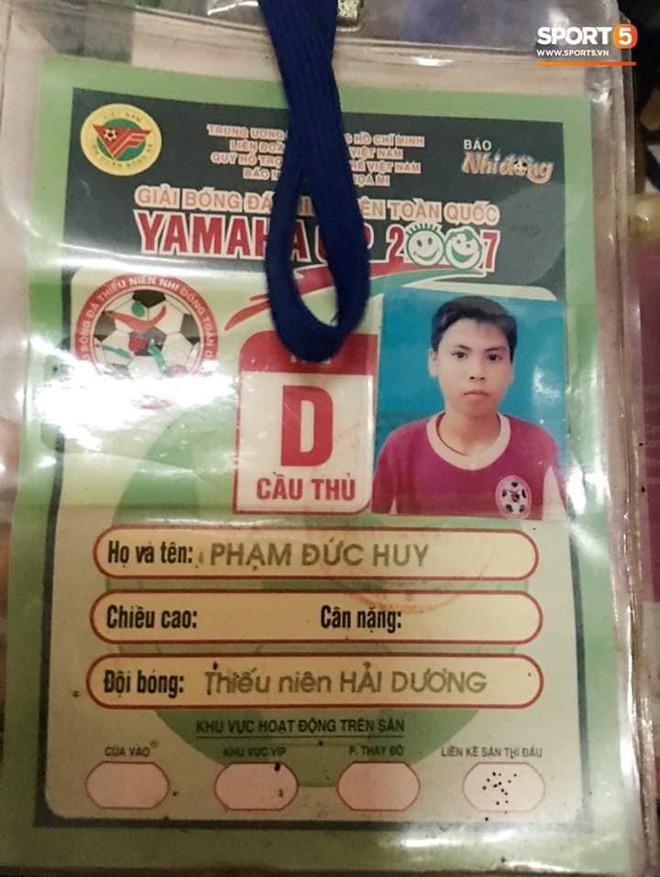 Đức Huy và sự thay đổi qua từng bức ảnh: Từ cậu bé nhặt bóng thành tuyển thủ vô địch AFF Cup - Ảnh 6.