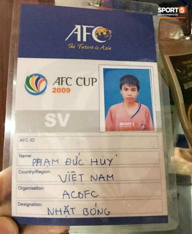 Đức Huy và sự thay đổi qua từng bức ảnh: Từ cậu bé nhặt bóng thành tuyển thủ vô địch AFF Cup - Ảnh 2.
