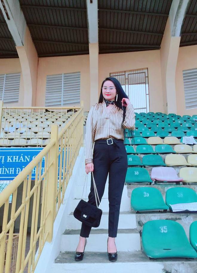 Gia thế giàu có, nhan sắc khả ái của bạn gái cầu thủ Tiến Linh - cơn gió lạ trong đội tuyển Việt Nam - Ảnh 20.