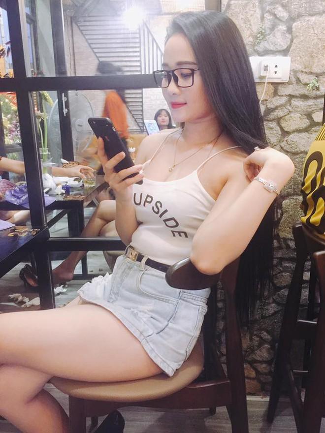 Gia thế giàu có, nhan sắc khả ái của bạn gái cầu thủ Tiến Linh - cơn gió lạ trong đội tuyển Việt Nam - Ảnh 28.