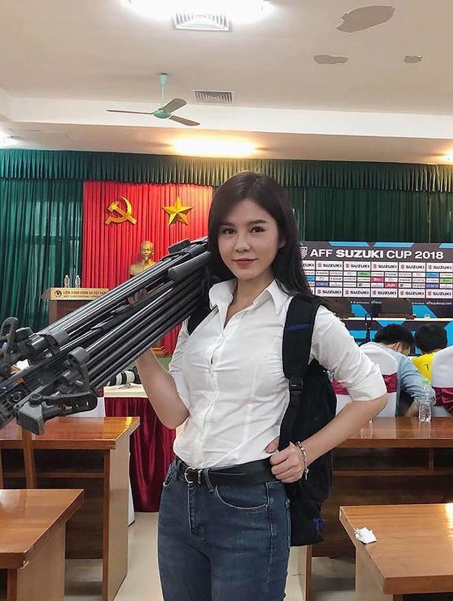MC theo chân HLV Park Hang Seo được cư dân mạng Hàn săn lùng là ai? - Ảnh 5.