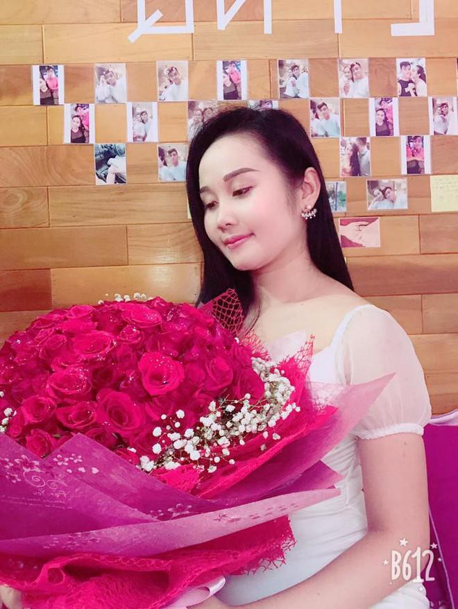 Gia thế giàu có, nhan sắc khả ái của bạn gái cầu thủ Tiến Linh - cơn gió lạ trong đội tuyển Việt Nam - Ảnh 8.