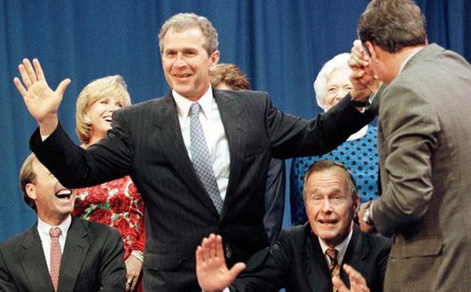 Chính trị triều đại ở Mỹ lu mờ dần