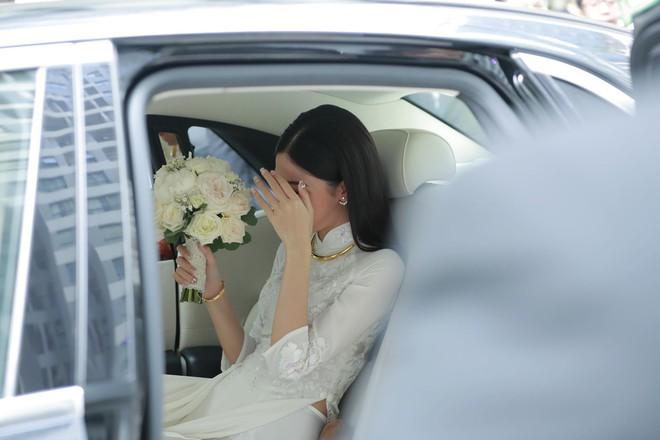 Chú rể đại gia, hơn 16 tuổi dùng xe sang 30 tỷ đón Á hậu Thanh Tú về dinh - Ảnh 13.
