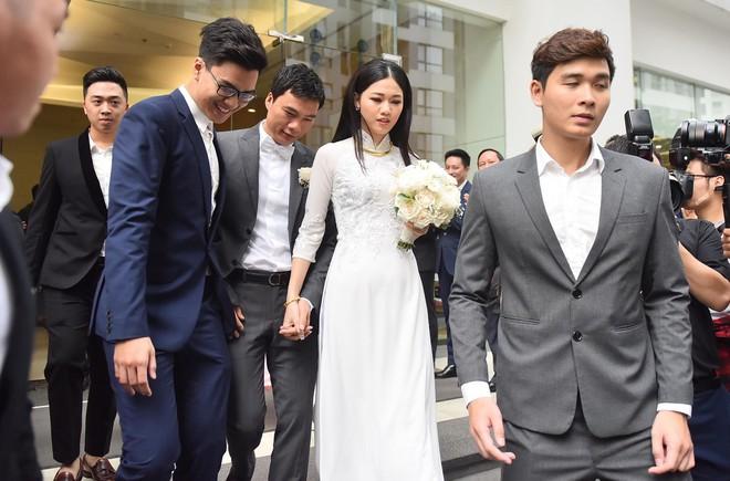 Chú rể đại gia, hơn 16 tuổi dùng xe sang 30 tỷ đón Á hậu Thanh Tú về dinh - Ảnh 10.