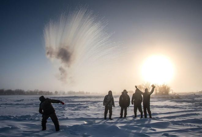 Nước nóng hóa băng trong nháy mắt ở Nga