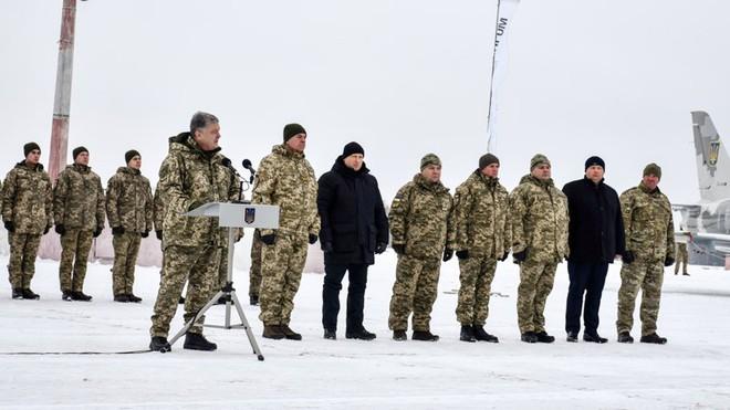 Giữa căng thẳng với Nga, Quân đội Ukraine tiếp nhận hàng loạt khí tài quân sự mới - ảnh 2