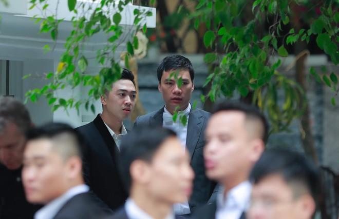 Chú rể đại gia, hơn 16 tuổi dùng xe sang 30 tỷ đón Á hậu Thanh Tú về dinh - Ảnh 5.