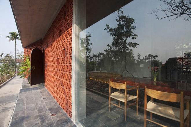 Căn nhà nắng chiếu khắp phòng tại Nam Định đẹp lung linh trên báo ngoại - Ảnh 3.