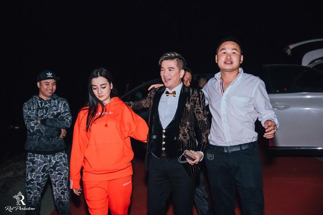 Đàm Vĩnh Hưng xuất hiện trong siêu đám cưới ở Hưng Yên - Ảnh 1.