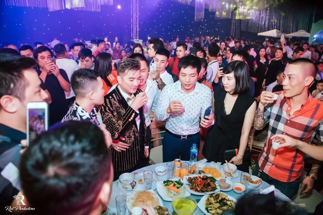 Đàm Vĩnh Hưng xuất hiện trong siêu đám cưới ở Hưng Yên - Ảnh 4.