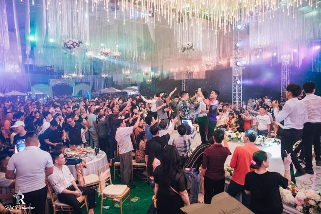 Đàm Vĩnh Hưng xuất hiện trong siêu đám cưới ở Hưng Yên - Ảnh 7.