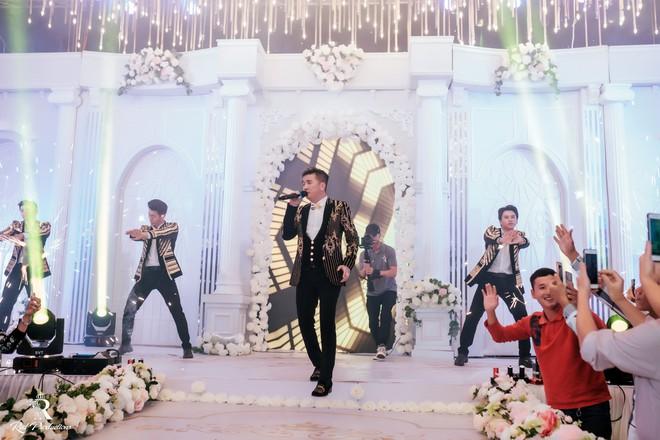 Đàm Vĩnh Hưng xuất hiện trong siêu đám cưới ở Hưng Yên - Ảnh 5.