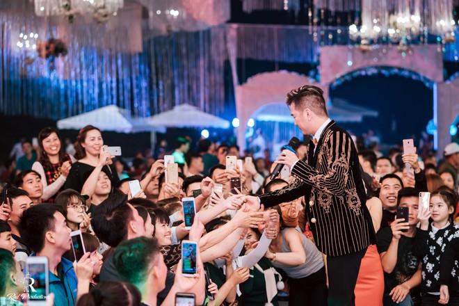 Đàm Vĩnh Hưng xuất hiện trong siêu đám cưới ở Hưng Yên - Ảnh 6.