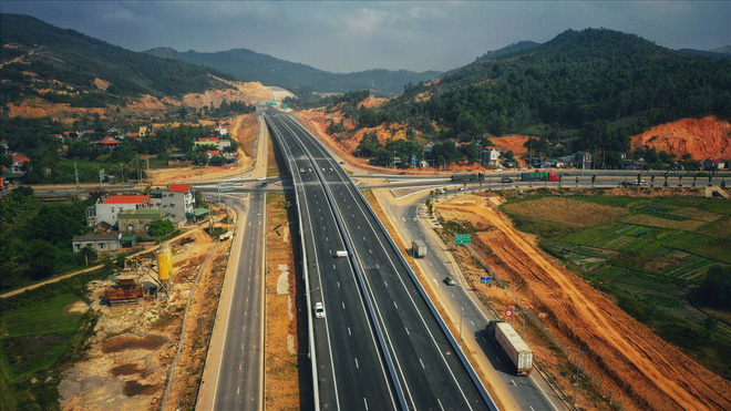 Cận cảnh cao tốc 12.000 tỉ xuyên rừng kết nối với sân bay Vân Đồn - Ảnh 1.