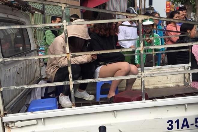 Hà Nội: Cô gái trẻ nằm gục trên đường sau cuộc ẩu đả, nghi do đánh ghen - Ảnh 3.