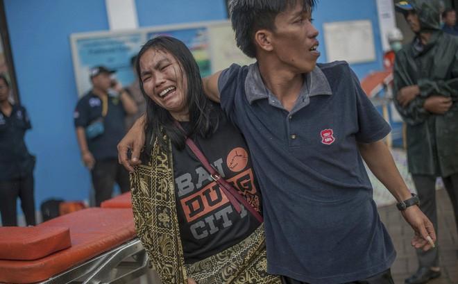 Nạn nhân tăng vọt, đội ngũ bác sĩ phẫu thuật được triển khai, TT Indonesia tới thăm hiện trường
