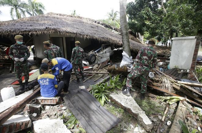 [Cập nhật]: Số nạn nhân tăng vọt, Indonesia có nguy cơ đối mặt với đợt sóng thần mới - Ảnh 2.