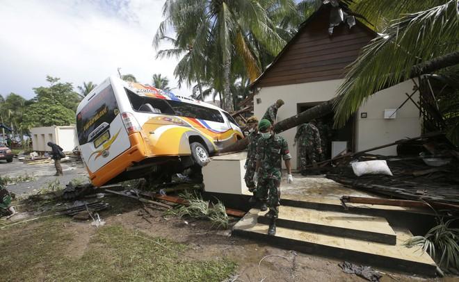 [Cập nhật]: Số nạn nhân tăng vọt, Indonesia có nguy cơ đối mặt với đợt sóng thần mới - Ảnh 4.